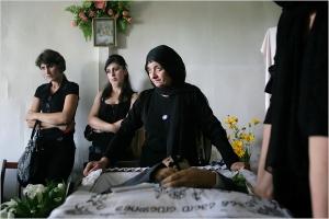 The Georgian women bury their dead