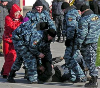 Peaceful protesters violently assaulted in Putin's Russia