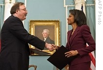 US Secretary of State Condoleezza Rice (R) and Georgian FM Grigol Vashadze shake hands after signing a bilateral cooperation agreement at the State Department, 9 Jan. 2009