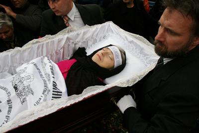 The 2006 funeral of writer Anna Politkovskaya.